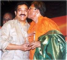 rajesh-khanna-being-awarded-the-prestigious-lifetime-achievement-award